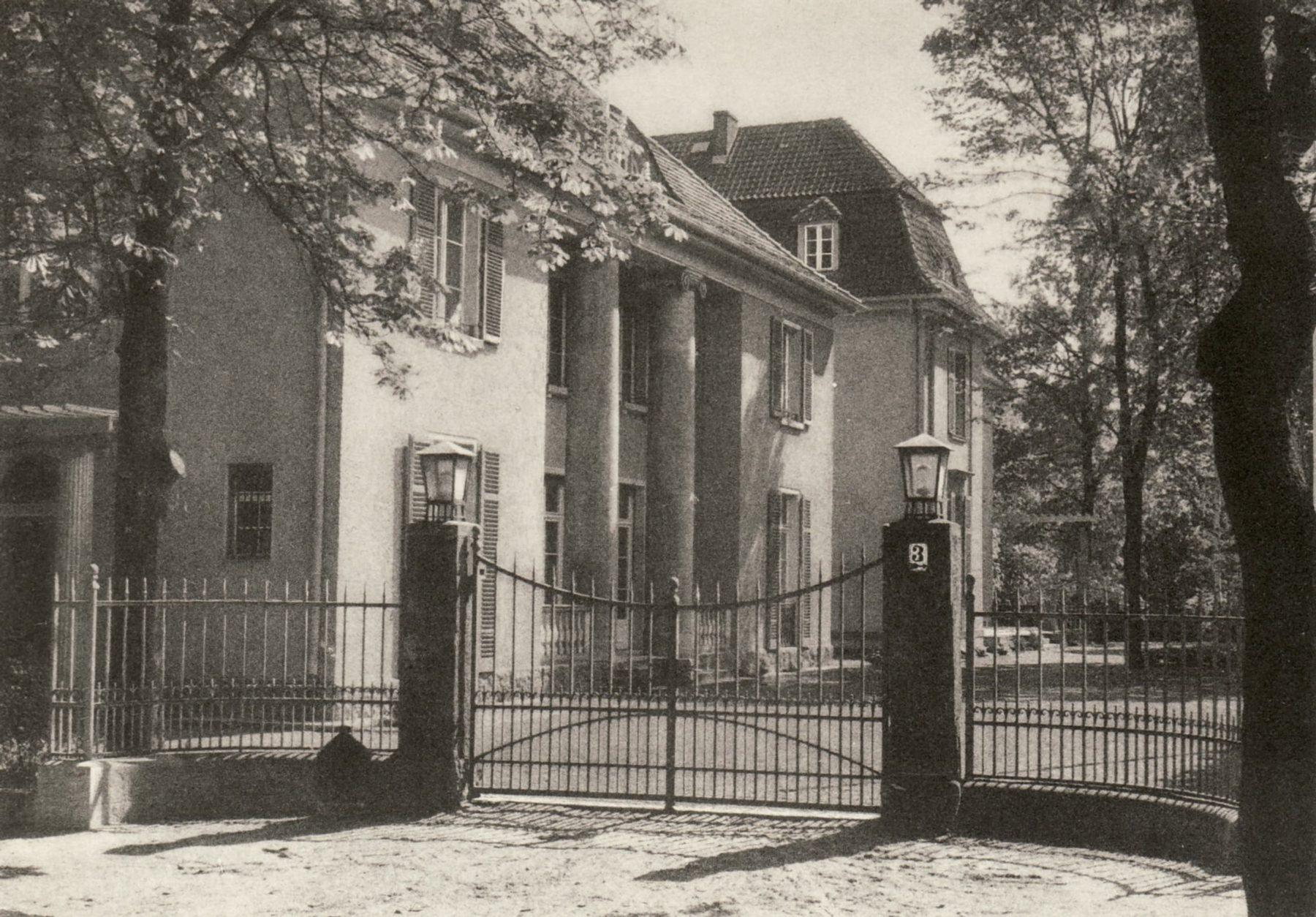 Historische Ansicht der Reichspost in der heutigen Liebermann-Villa um 1940