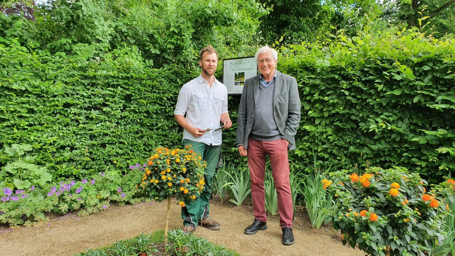 Sven Lieberenz und Wolfgang Immenhausen im Garten der Liebermann-Villa